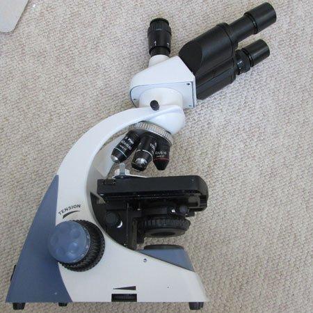نمای پهلوی میکروسکوپ سه چشمی بیولوژی 1600 برابر مدل KE-M2015T-Plan