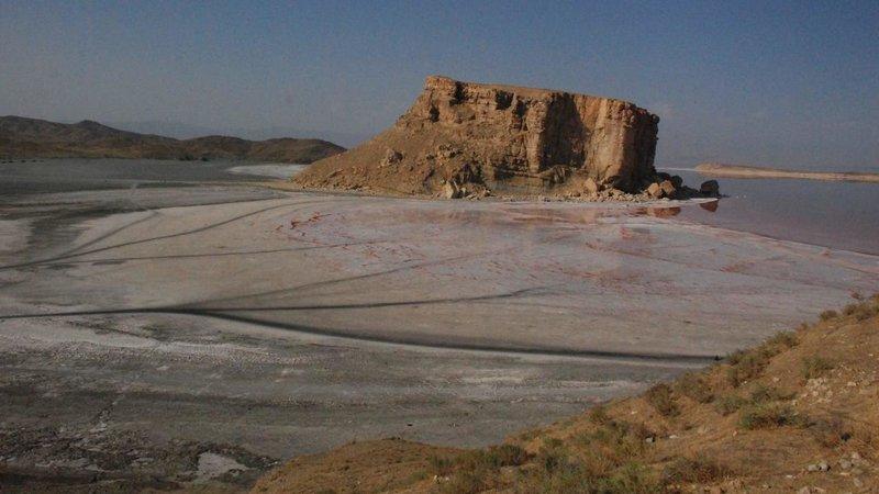 I am Urmia Lake من دریاچه ارومیه هستم